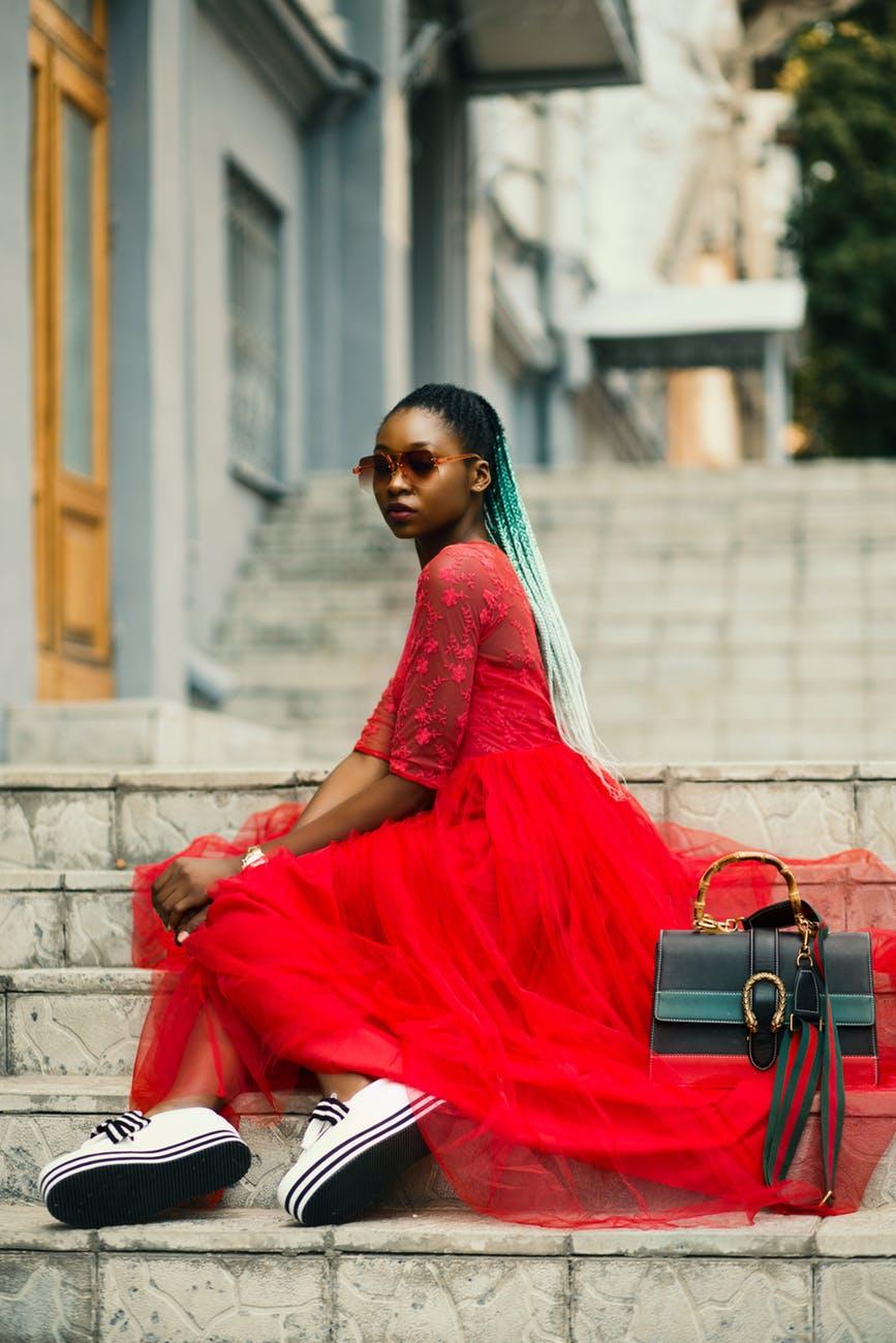 trampki i sukienka